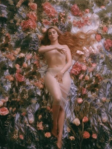 "Lauren Jauregui na capa de single ""More Than That"" - Reprodução/Instagram"
