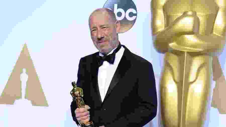 """Steve Golin com Oscar vencido por """"Spotlight"""" - Robyn Beck/AFP"""