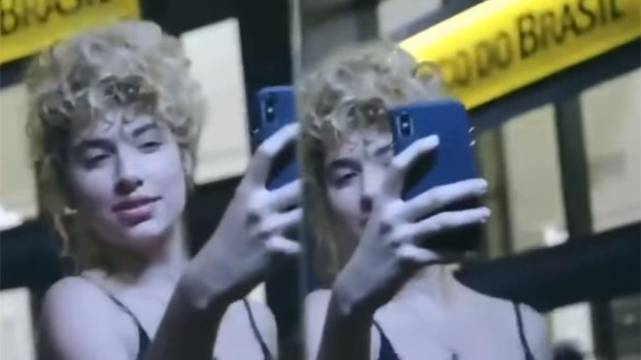 A atriz Melanie Swidrak participou do comercial o Banco do Brasil que foi retirado do ar - Reprodução/Youtube