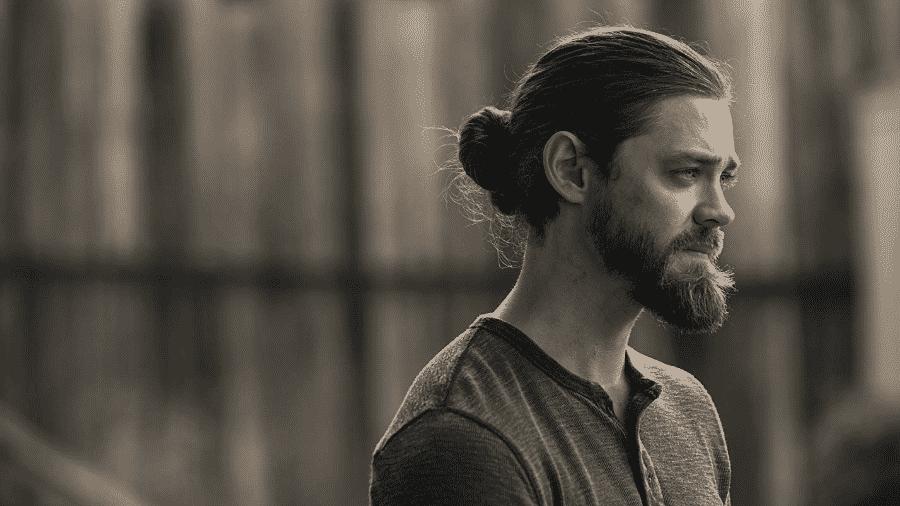 O ator Tom Payne como Jesus em The Walking Dead - Reprodução