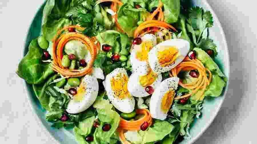 Salada completa precisa conter os nutrientes adequados - Getty Images