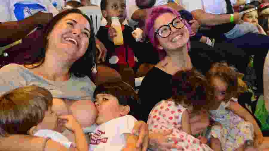 Mães e bebês participam de amamentação coletiva no Museu de Arte Moderna (MAM) no Rio de Janeiro (RJ), nesta segunda-feira (11/11) - Marcos Vidal/Estadão Conteúdo
