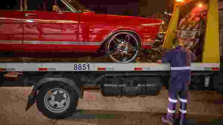 Suspensão com menos de 10 cm em relação ao solo é irregular e rende multa e retenção do veículo - Avener Prado/Folhapress