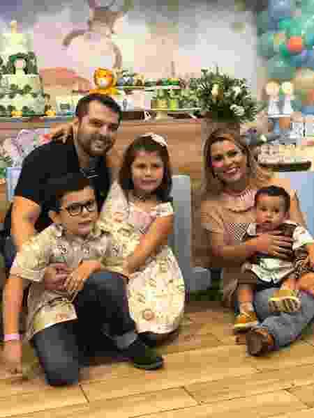 Tati Pink com o marido e os filhos - Arquivo pessoal