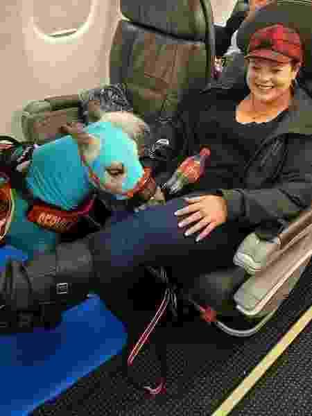 Fred e Ronica Froese dentro da aeronave - Reprodução/Facebook
