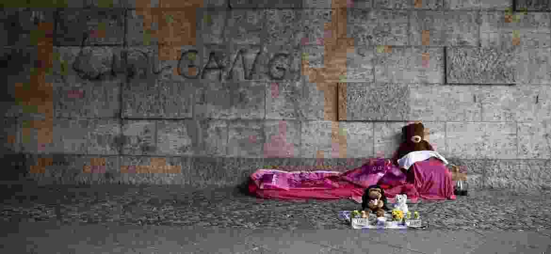 Cama vazia de um morador de rua perto da estação Zoologischer Garten, em Berlim, Alemanha - Christoph Soeder/Getty Images