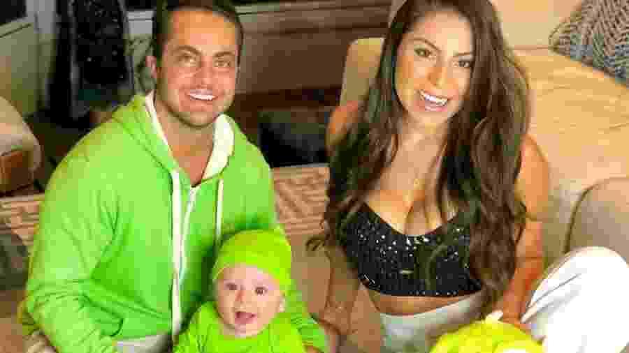 Thammy Miranda ao lado do filho, Bento, e da mulher Andressa Ferreira - Reprodução/Instagram