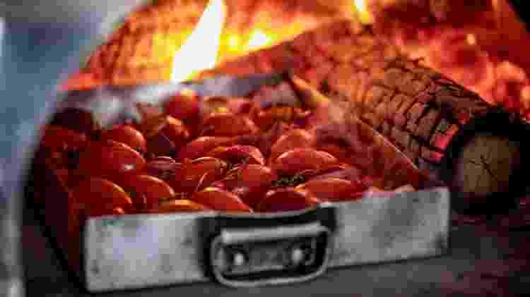 Tomates no forno até ficarem chamuscados: sabor garantido - Mariana Pekin - Mariana Pekin