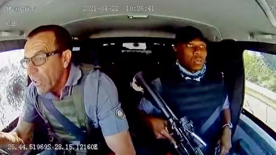 Guardas em carro-forte são surpreendidos por quadrilha - Reprodução