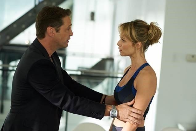 Jason Priestley (Dale) e Mariana Ximenes (Michelle), em cena de
