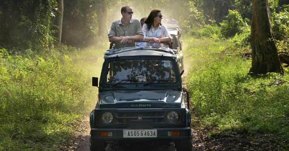 13.abr.2016 - Príncipe William e Kate Middleton fazem safári no Parque Nacional Kaziranga, na Índia
