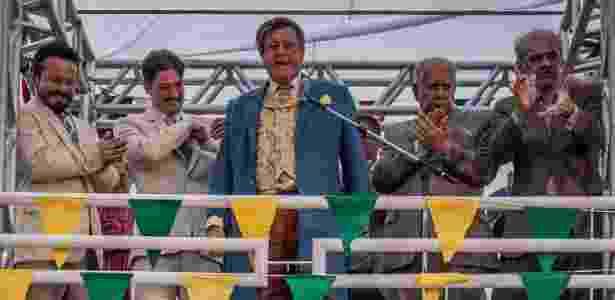 """Afrânio (Antonio Fagundes) discursa durante inauguração de estrada em """"Velho Chico"""" - Caiuá Franco/TV Globo - Caiuá Franco/TV Globo"""