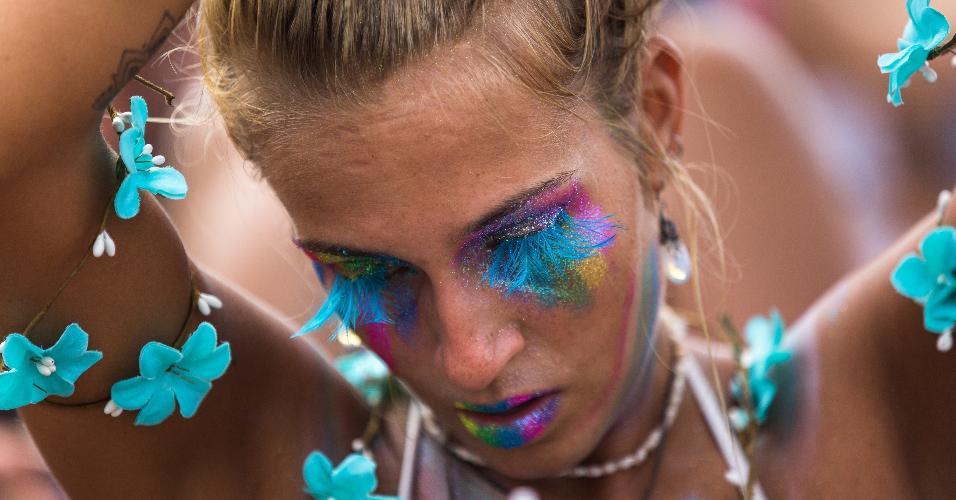 Fãs de rock e Carnaval pularam Carnaval ao som de Beatles nesta segunda-feira (27)