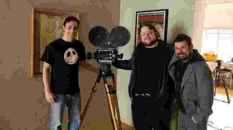 Guillermo del Toro (centro) com seu amigo e também diretor Rodolfo Guzmán (à dir.) - Arquivo pessoal - Arquivo pessoal