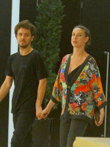 Maria Paula passeia de mãos dadas com namorado 20 anos mais novo - Imagem/AgNews