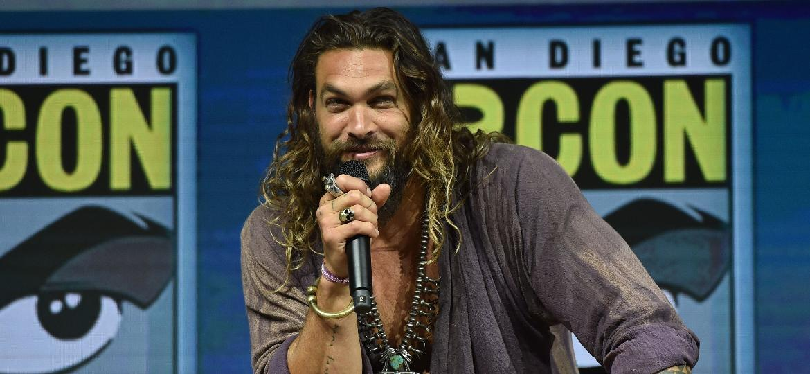 "Jason Momoa no painel de ""Aquaman"" na San Diego Comic-Con 2018 - Chris Delmas/AFP Photo"