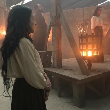 """Taísa Gomes, dublê de Bruna Marquezine, mostra bastidores do enforcamento de Catarina em """"Deus Salve o Rei"""" - Reprodução/Instagram"""