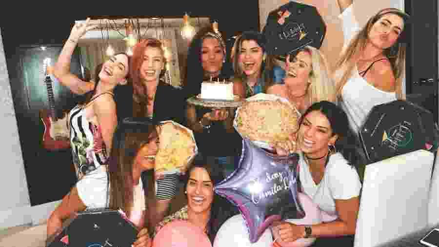 Bailarinas se reúnem e fazem festa surpresa para Camila Lôbo - Reprodução/Instagram