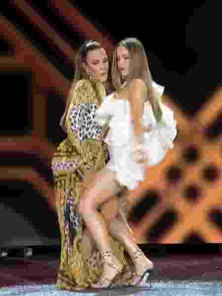 """Ivete Sangalo e Claudia Leitte dançam juntas no clipe de """"Lambada"""" - Reprodução/YouTube"""