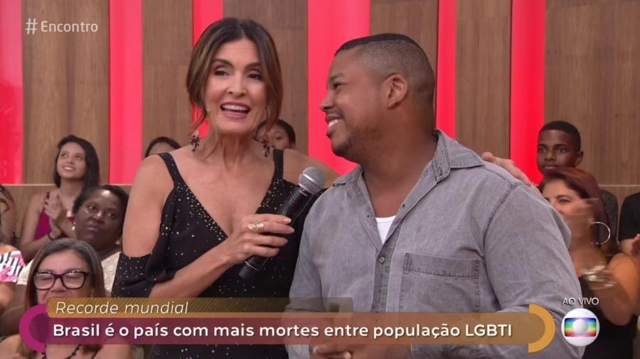 """Fátima entrevista rapaz da plateia no """"Encontro"""" - Reprodução/Globo"""