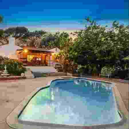A casa que fica em Los Angeles pertenceu e Leno e Rosemary LaBianca, mortos em 1969 - Reprodução