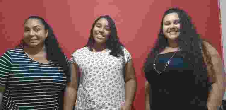 A jornalista Beatriz Calado entre a mãe, Rose da Silva Anchieta, e a irmã, Bárbara - Arquivo pessoal - Arquivo pessoal