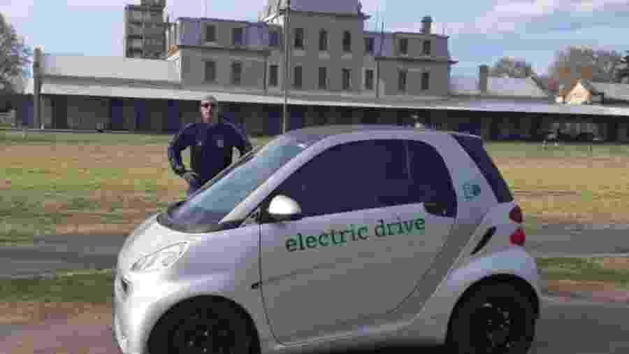 Argentino converte Smart em elétrico com controle remoto - Reprodução