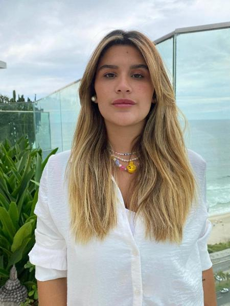 Giulia Costa apareceu loira em sequência de fotos - Reprodução/Instagram @giuliacosta