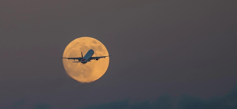 """A Qantas Airline está oferecendo aos viajantes a oportunidade de ver a superlua e o eclipse lunar de """"camarote"""" - Reprodução"""