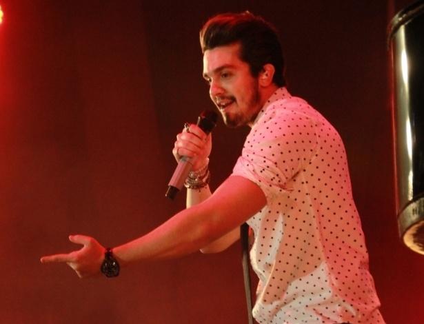 """2.jul.2015 - Luan Santana anima o público carioca com o show do DVD """"Acústico Luan Santana"""", no Barra Music Hall, na Barra da Tijuca, zona oeste do Rio de Janeiro, na noite desta quinta-feira"""