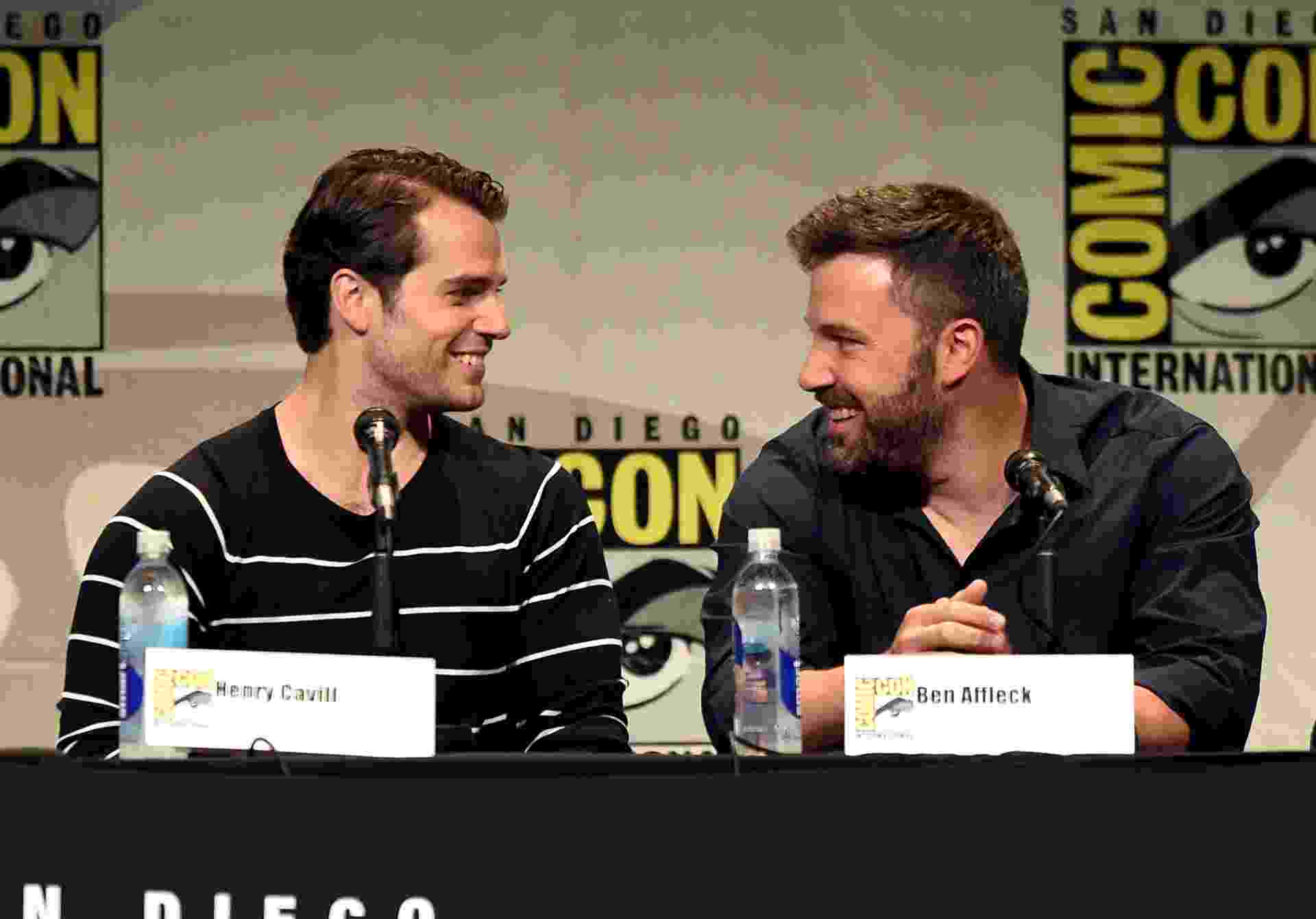 "11.jul.2015 - Henry Cavill e Ben Affleck participam de painel de ""Batman Vs Superman"" na San Diego Comic Con - Kevin Winter/Getty Images"