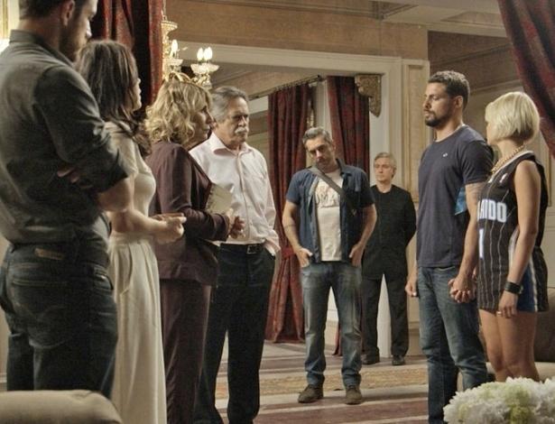Gibson se surpreende ao ver Juliano com Belisa na mansão - Reprodução/Gshow