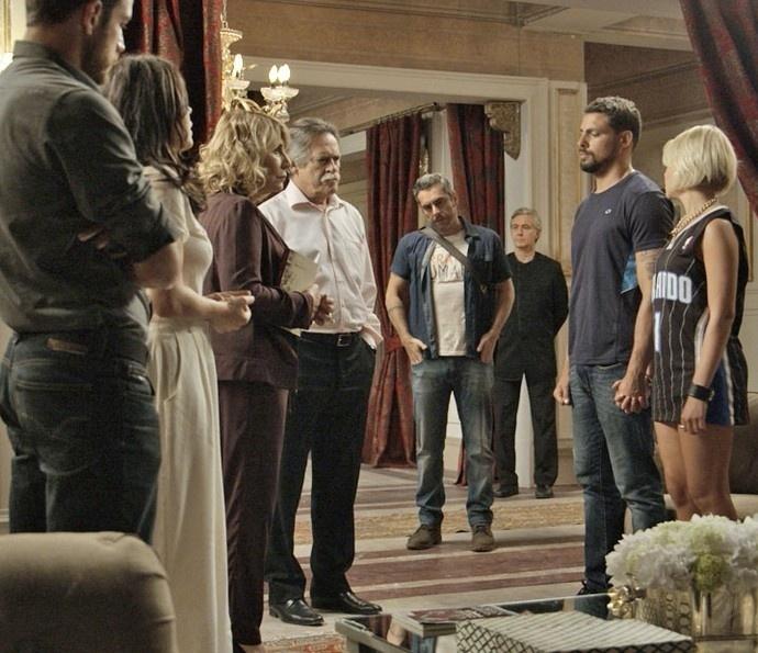 Para proteger seu amado da facção, Belisa leva Juliano para a mansão de Gibson