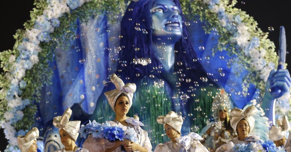 """7.fev.2016 - 6.fev.2016 - A Acadêmicos do Tucuruvi propõe uma viagem pelo Brasil no caminho da fé, com o tema """"Celebrando a Religiosidade, Tucuruvi Canta Festas de Fé""""."""