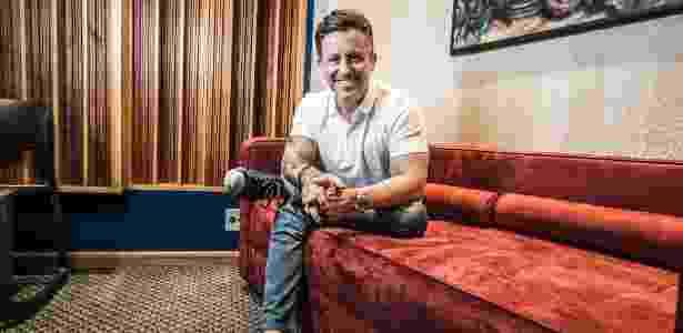 Rick Bonadio posa para foto no estúdio 1, do Midas, na Zona Norte de São Paulo - Lucas Lima/UOL - Lucas Lima/UOL