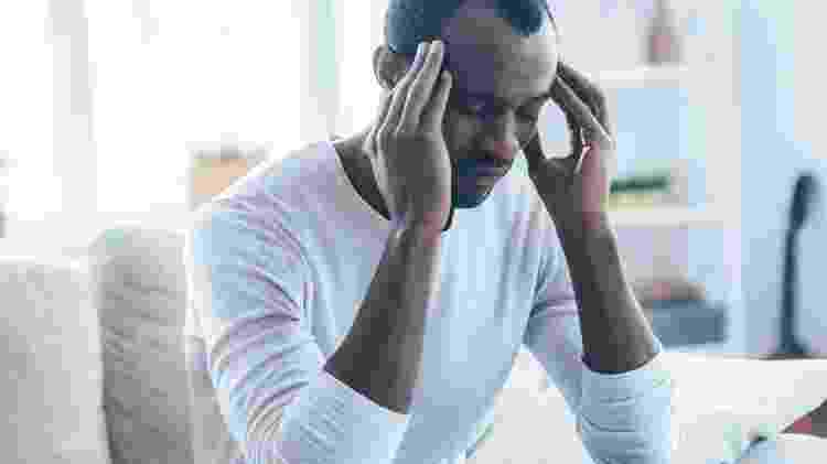 Cansado/ Com dor de cabeça - iStock - iStock