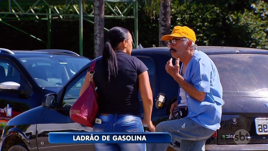 """Ivo Holanda é """"ladrão de gasolina"""" em câmera escondida do """"Programa Silvio Santos"""" - Reprodução/SBT"""