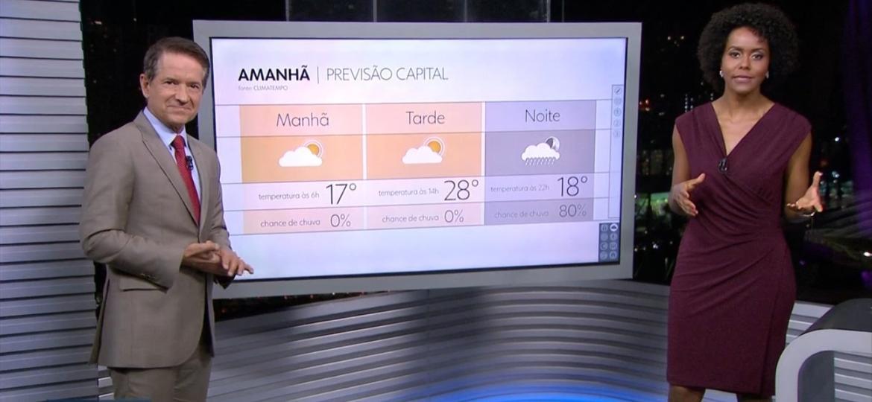 """Maju Coutinho volta aos trabalhos na Globo e informa a previsão do tempo no telejornal """"SP2"""" - Reprodução/TV Globo"""