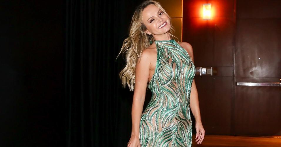 Elegante, Eliana usa vestido verde estampado na noite solidária dos Amigos da AACD no Grand Hyatt em São Paulo