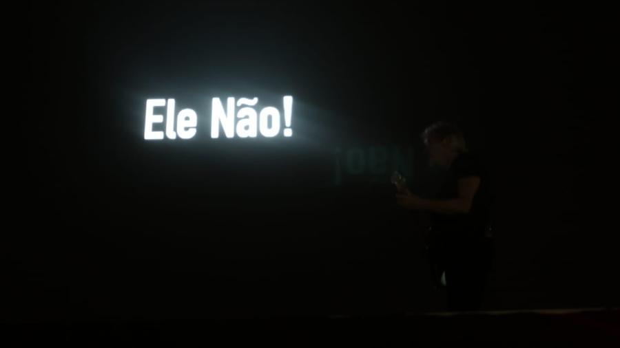 """Roger Waters exibe """"Ele Não"""", frase contra Jair Bolsonaro, durante show em Curitiba - Theo Marques/UOL"""