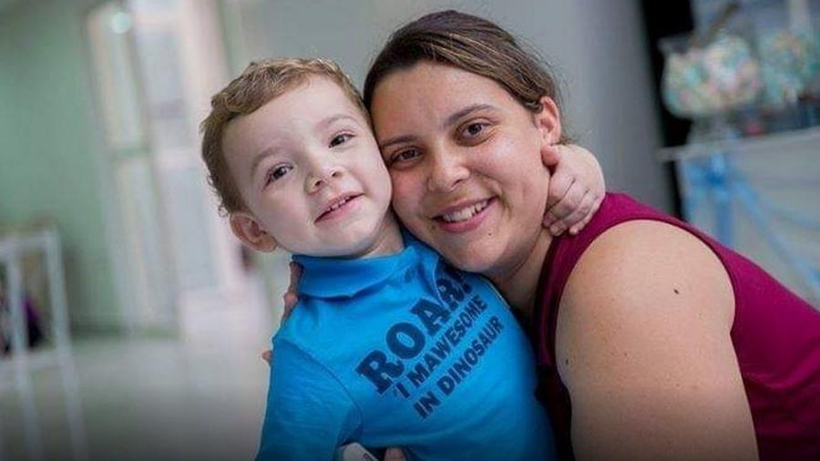Fernanda e o filho Miguel, que é autista e atualmente está com seis anos - Reprodução/Arquivo Pessoal