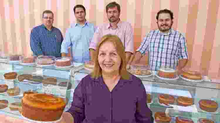 Sônia e seus filhos, com quem comanda os négocios da Casa de Bolos - Divulgação