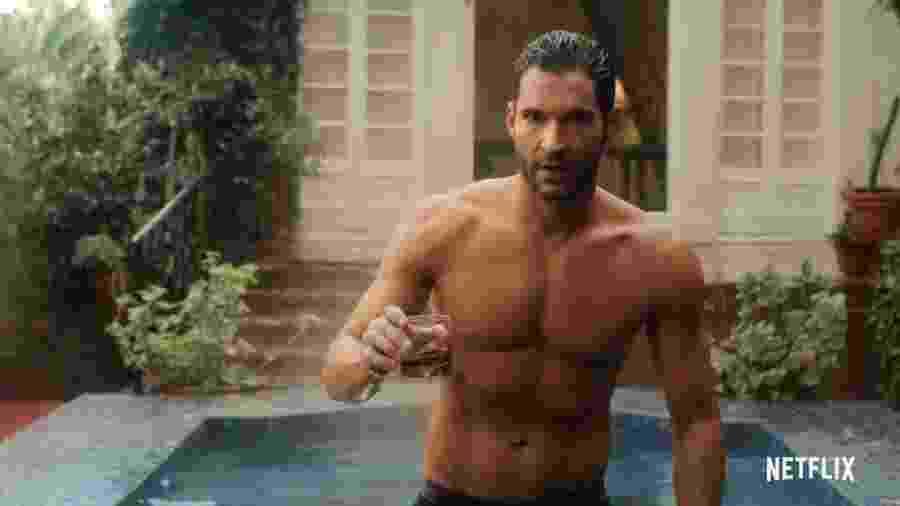 Lucifer (Tom Ellis) fica sem camisa para divulgar a quarta temporada da série - Reprodução