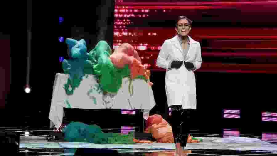 Candidata Camille Schrier, Miss Virginia 2019, realiza experimento científico durante concurso de Miss América 2020 - Donald Kravitz/Getty Images