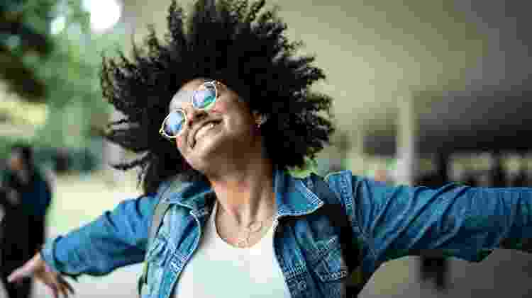 Mulher otimista, otimismo, alegria, felicidade - iStock - iStock