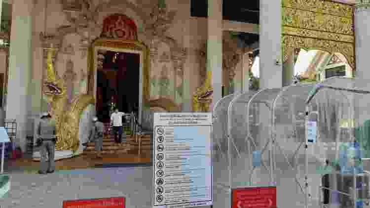 As entradas dos templos de Bancoc, na Tailândia, passam por dedetização  - Danilo Lima