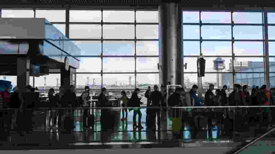 Passageiros e funcionários terão que fazer uso obrigatório de máscara e aeronaves deverão ser higienizadas regularmente - Getty Images