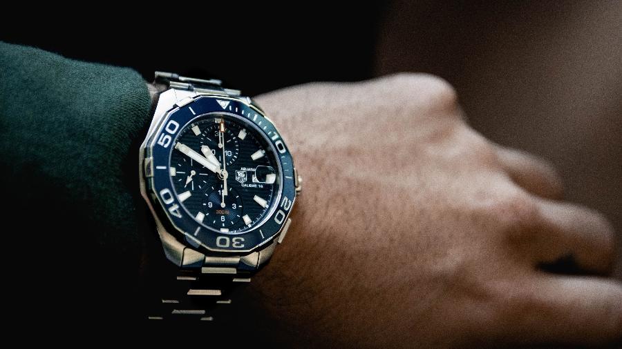 Desde os mais clássicos ate os mais digitais, relógios podem acrescentar no visual como um todo - Reprodução/Unsplash