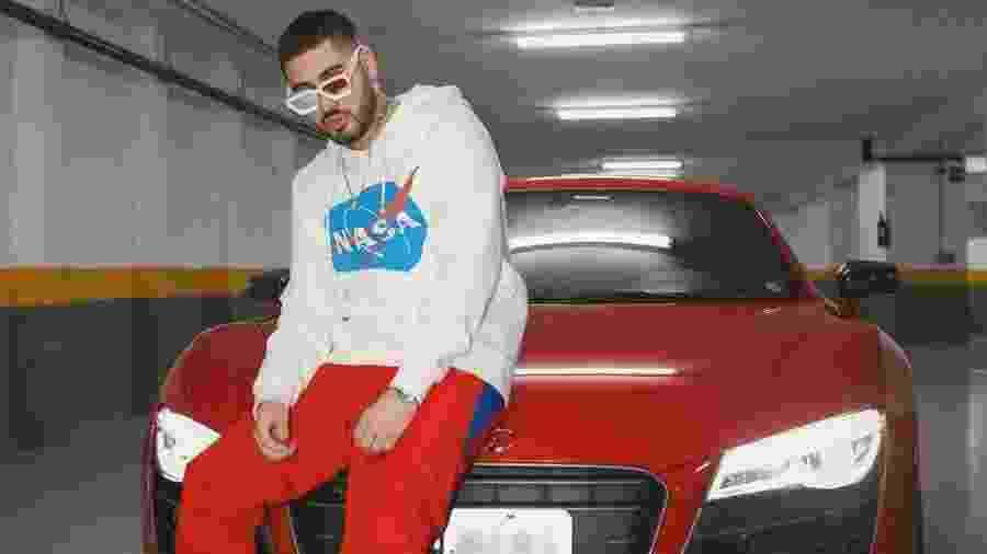 Kevinho ao lado de seu Audi R8, avaliado em R$ 1,2 milhão - Reprodução/Instagram