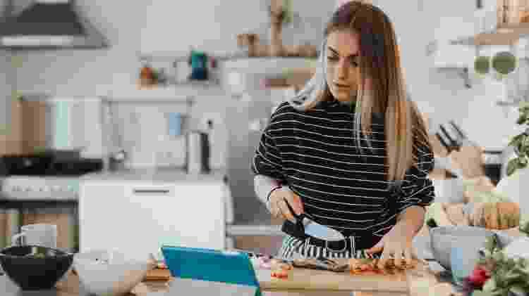 Relaxado ou irritado: quem é você na hora de acompanhar um vídeo de receitas ASMR? - Getty Images - Getty Images